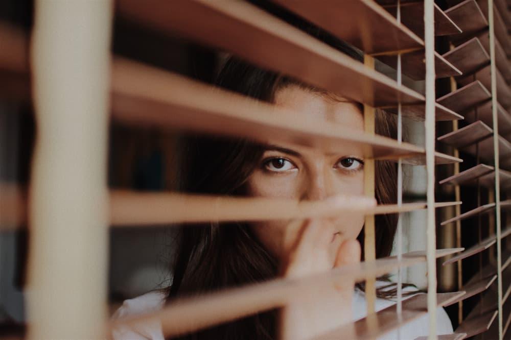 いじわるする男性心理に不安な女性